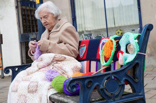 هنرمند خیابانی 104 ساله
