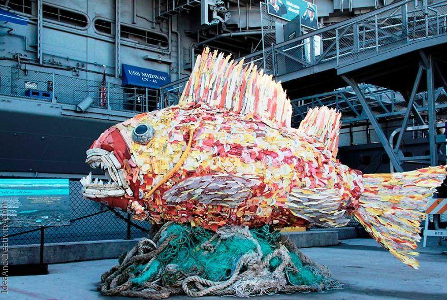 مجسمه های غول پیکر از زباله های پلاستیکی