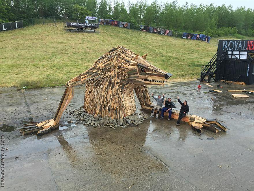 مجسمه های غول پیکر از چوب