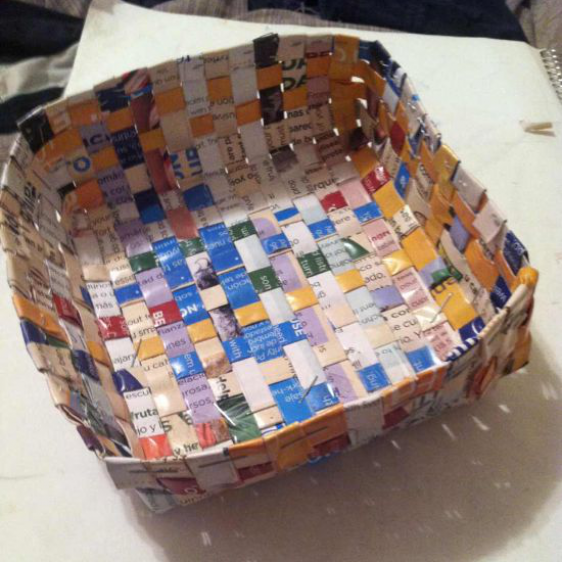 recycled-magazine-basket