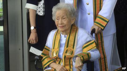 زن تایلندی مدرک لیسانس خود را در ۹۱ سالگی گرفت