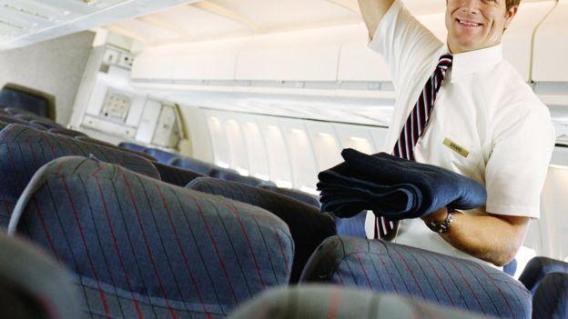 استیون اسلیتر، مهماندار هواپیما