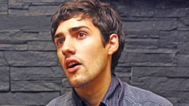 یکی از کارکنان هتلی در رود آیلند آمریکا سال ۲۰۱۱ تصمیم گرفت استعفا بدهد و برای این کار از دوستانش در گروه موسیقی مارش کمک گرفت